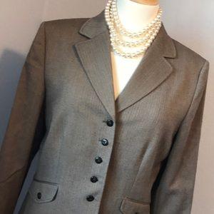 Like new Tahari lined jacket blazer
